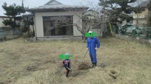 開墾前・雑草が繁茂・備中鍬で耕す