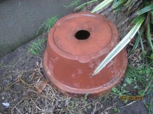自作のゴミ汁液肥容器の台座